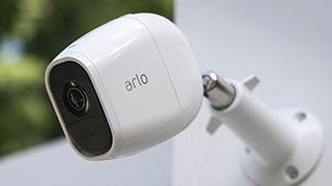 簡単セットアップで死角なし! 高機能ホームセキュリティーカメラ「Arlo Pro 2」