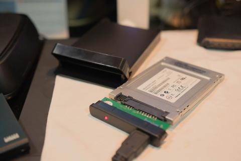 同じSSDを従来ケースで測定