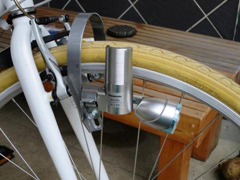 金属マニアの心くすぐるダイナモライト Panasonic パナソニック 3led発電ランプ Skl095 前照灯 チタンのレビュー ジグソー レビューメディア