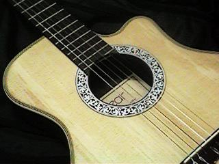 先輩から譲り受けたギター(いまは所在不明)