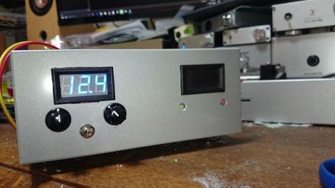 よく見ると電圧計周りが・・・