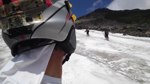 乗鞍岳大雪渓にて
