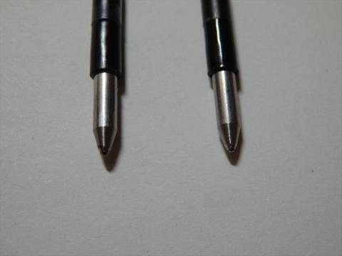 右が使用中の芯。見づらいけど、確かに少しペン先が違う??
