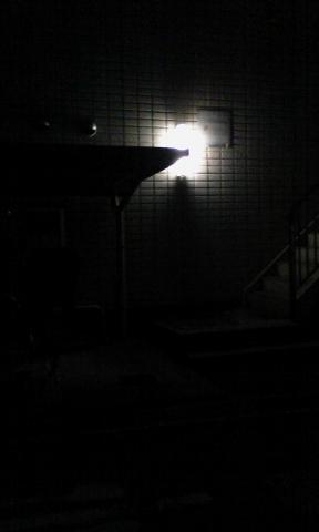 暗い場所は真っ暗に撮れる。ある意味凄い