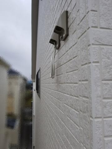 壁面に用意された外線取込口(同軸が巻きダメされている)