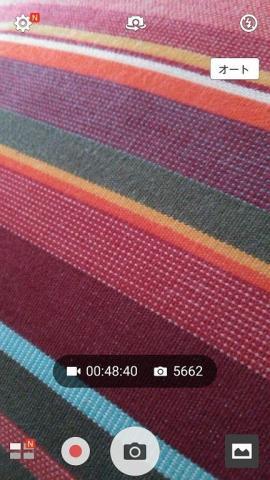 動画が約 40:00 分で写真は約 5,662 枚を本体に保存することができる
