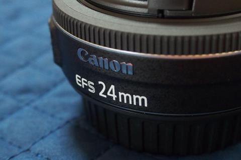 EF-Sマウントで、焦点距離24mm
