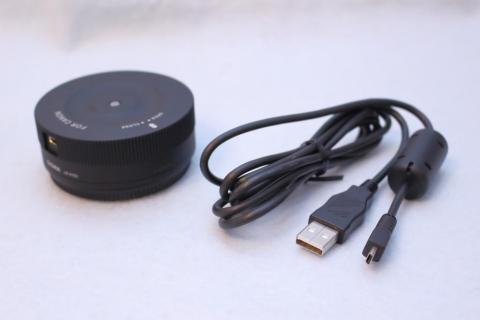 本体と、付属USBケーブル