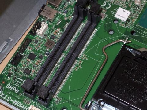 メモリはDDR4-SODIMM×2に対応