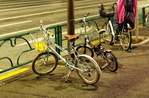 歩道の自転車。