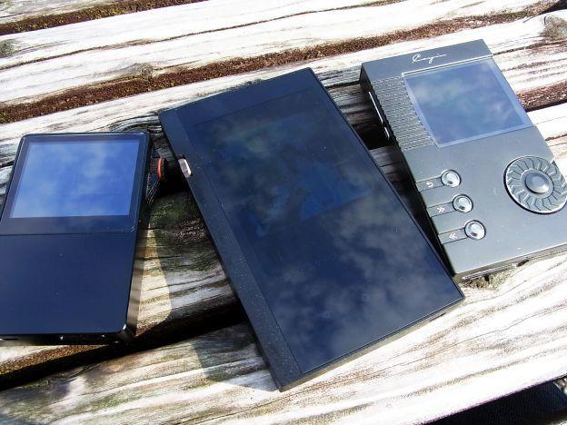 画面が大きく輝度の高いDP-X1Aは屋外でも操作しやすい