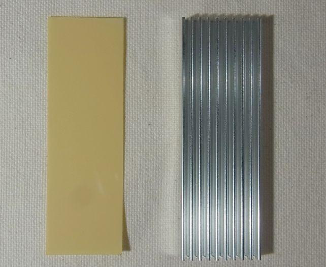 使用法としては同封の熱伝導両面テープでSSDに貼り付ける設計