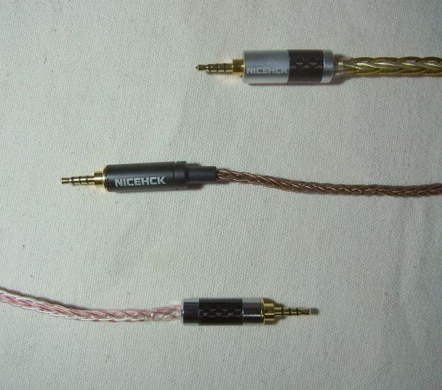 他の8芯NICEHCKケーブルより明らかに太い(本品は一番上)