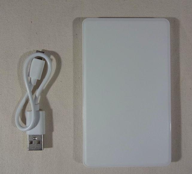 (片面は)白一色で無難なバッテリー