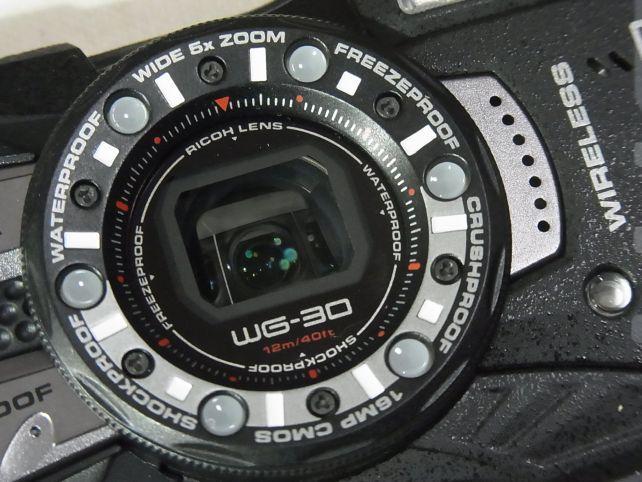 レンズ保護と対象物との最小極確保のために...