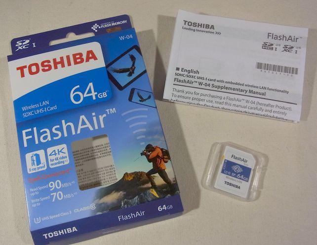 ちなみになぜかFlashAirは国内で正式発売されておらず、手に入るのは並行輸入品
