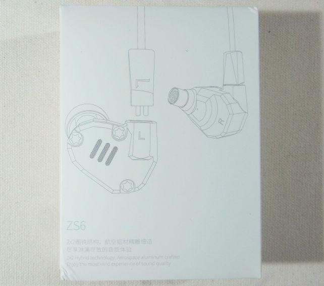 真っ白な紙箱に線画でイヤホンが描かれただけというシンプルなパッケージ