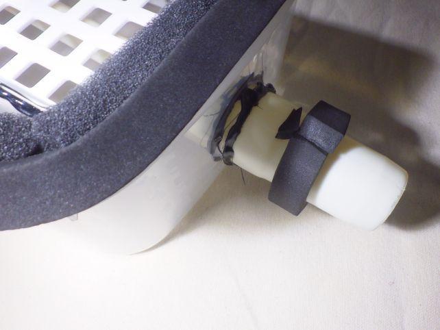 掃除機側も(純正ではないので)少し隙間があるのをテープで埋めた