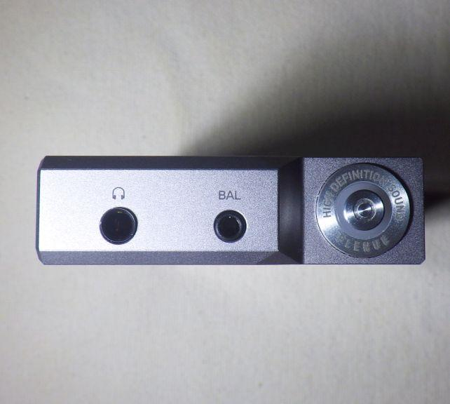 D2の方なので、2.5mmバランス出力を装備