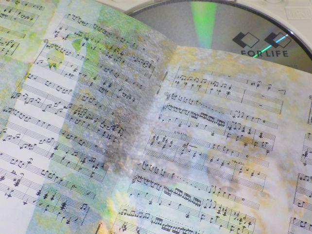 ジャケットに収められた「魔法使いの夢」の楽譜。こっ細かい!(^^ゞ