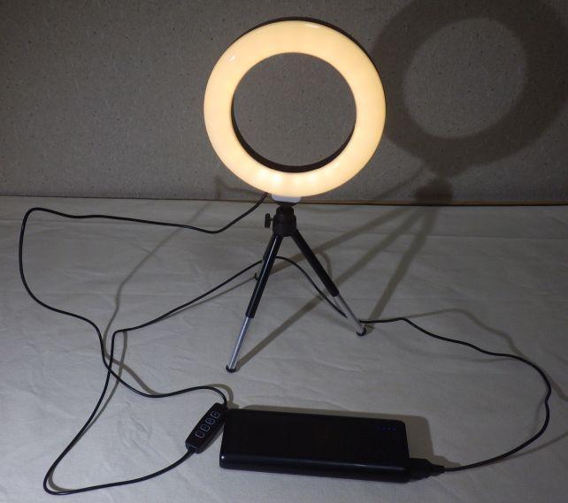 一方最低まで光量を落とすと電球色は結構ムーディ