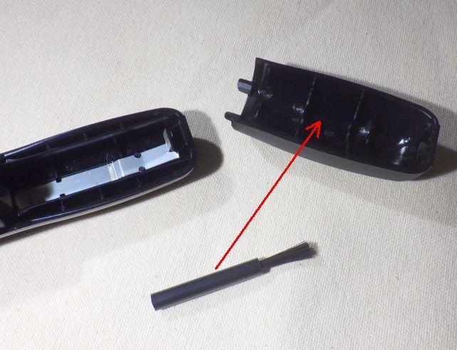 単三乾電池1本使用。(下のは清掃用ブラシ)