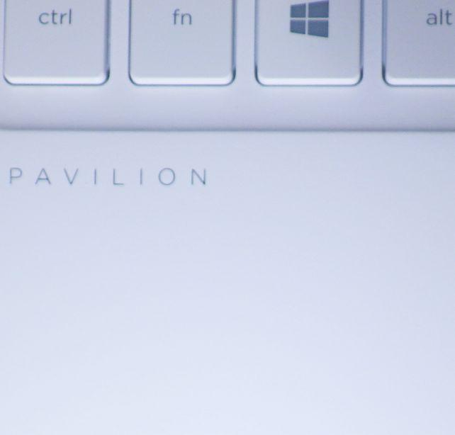 キーボード左下にも「PAVILION」