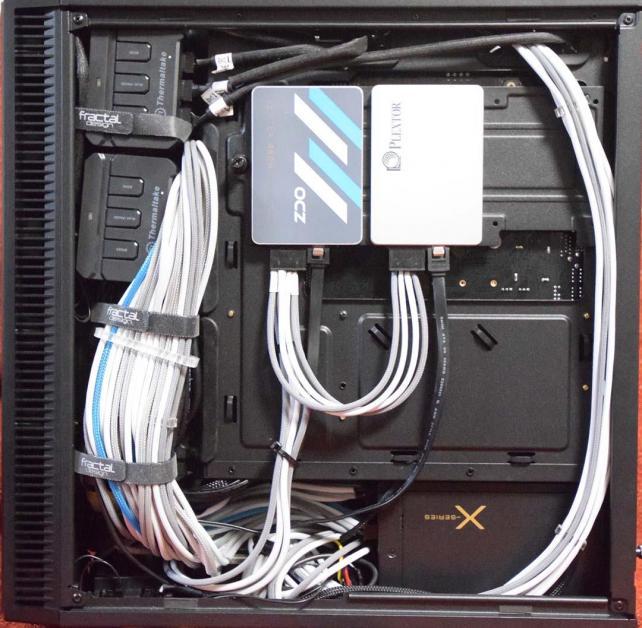 884d2d4458 ... ケーブルスパゲッティー内には、8TBのHDDと、リザーバー内を照らすCCFL菅コントローラーに、水温系の電源 コネクター、ポンプのコネクター等カオスな状況だが、表 ...