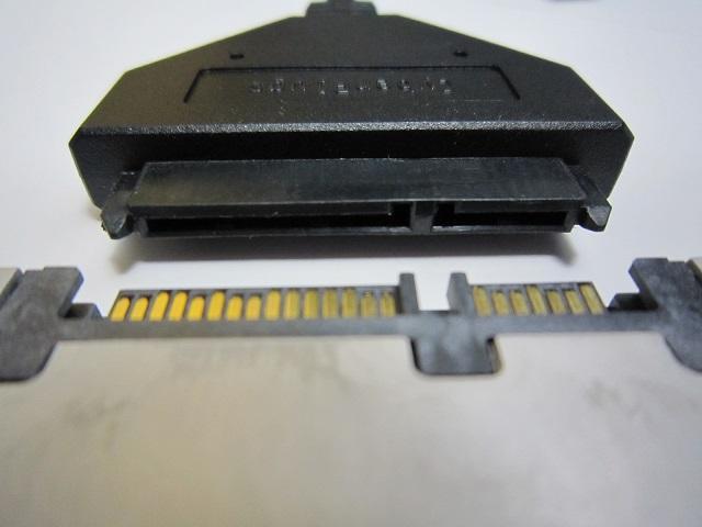 コネクタをSSDに装着します