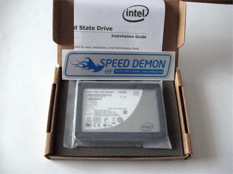 SSDとシールと説明書