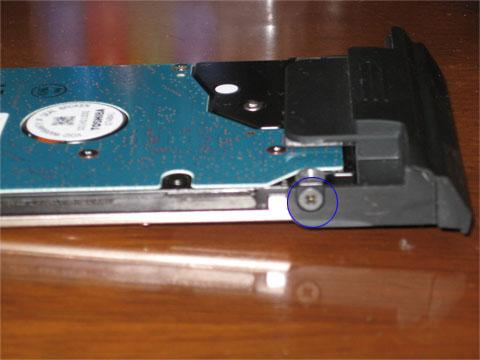 HDDに接続するネジはサイドの2箇所