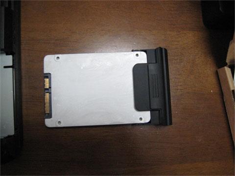SSDをネジ止めしたところ