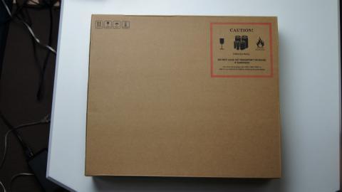到着した日本エイサー Aspire S3-951の外箱