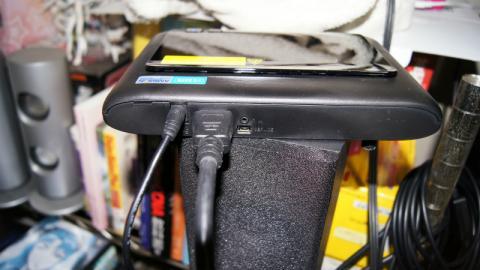 こちらもHDMIケーブルで接続します。