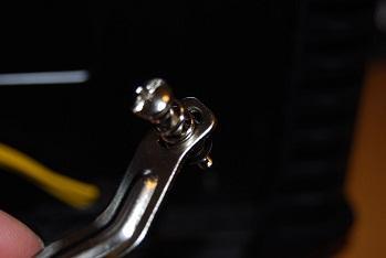 準備としてねじ固定の足を、LGA1155用(真ん中)にセットします。
