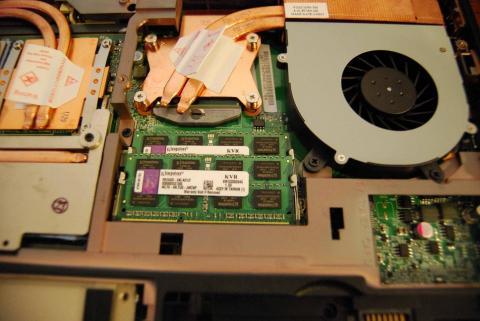 Kingstonのメモリ(台湾製)とCore i7 2760QM 6MB(2.4GHz/TB3.5GHz)が収まっている。