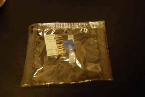 ビニールパケット袋の中に入っているのは細かい配線をまとめてつけられるゲタ。これ、便利~。