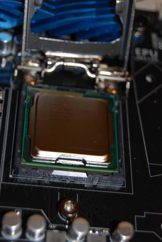 CPUを入れる。