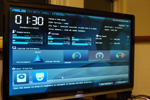 セットアップ用のBIOS画面へ。GUIですね!わかりやすい!!