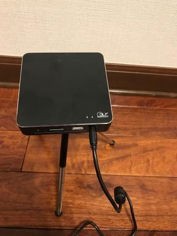 ACアダプターとACケーブルを接続し、本体に接続します