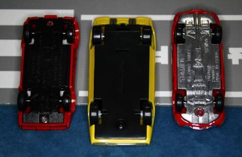 左はトミカのLP500、右はトミカの2000GT