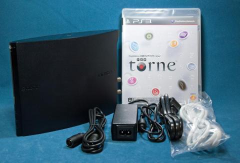 内容物(電源ケーブル、アンテナ線、LANケーブル、PS3用アプリケーション torne)