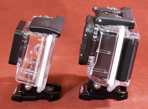 本体付属の防水ケースと LCD付属の防水ケース
