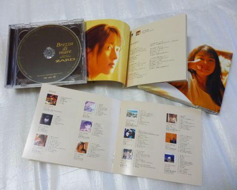 写真を多く使った歌詞カードとZARDとしての全作品集目録