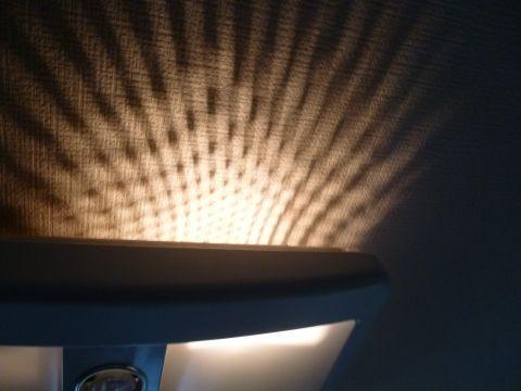 本来設計上は天井に網目模様が映る仕組み...