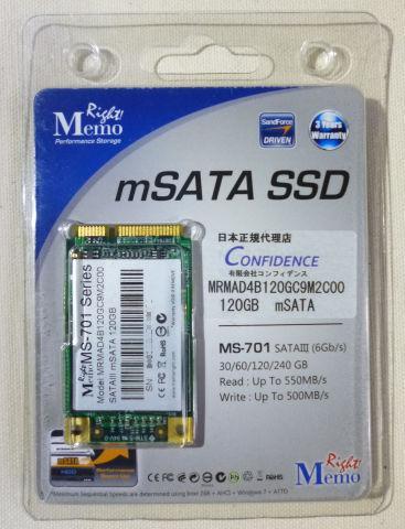mSATA規格なので、大変小さい(外装ケースが2.5インチSSDくらい)