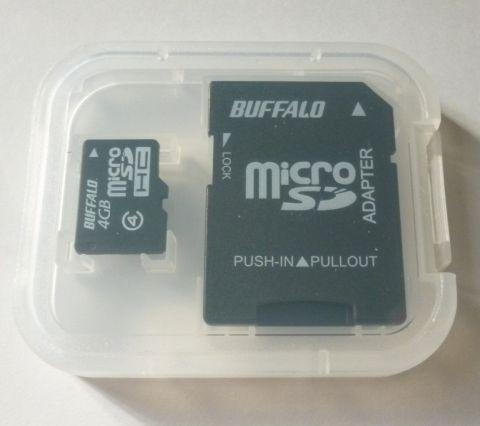 SDカードサイズのアダプターとケースつき