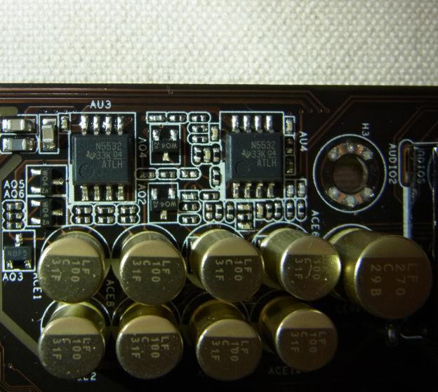 オペアンプはTexas Instruments(TI)のN5532