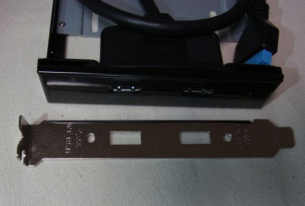 フロントがあまっていない場合は、PCIスロット側に増設することも可能。