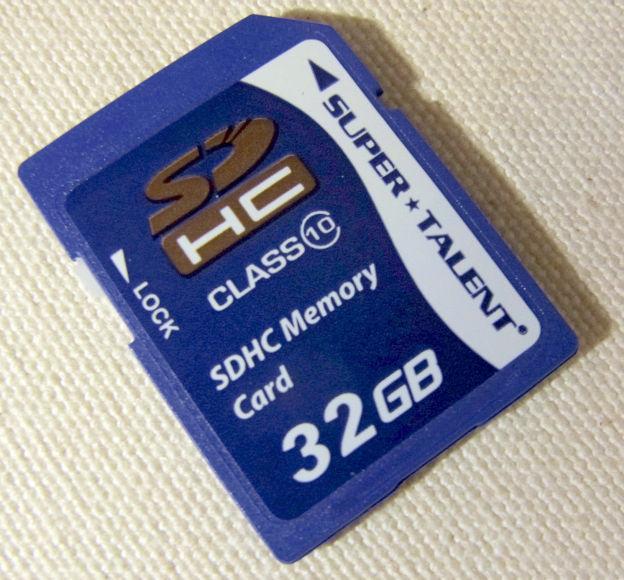 Class10のSDHCカード。